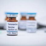OMS: Tinerii sănătoși ar putea să nu fie vaccinați până în 2022