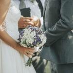 În doar 2 ani, două femei au convins 19 bărbați să se căsătorească cu ele și au câștigat o avere. Ce a aflat acum unul din soți