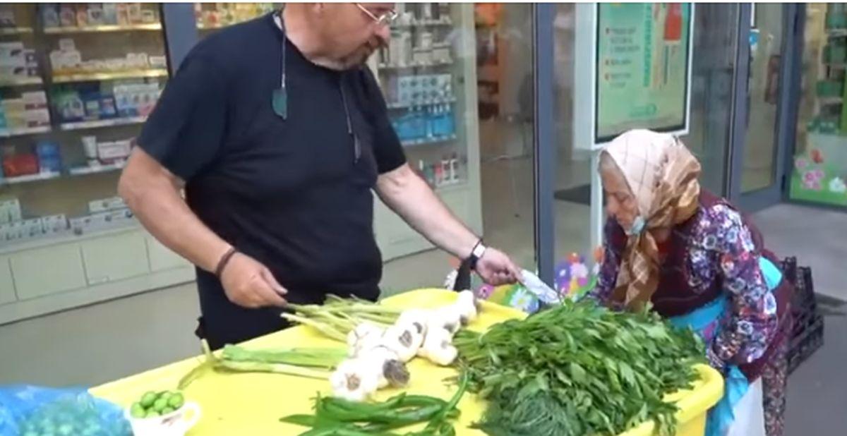 Gest impresionant făcut de Piedone pentru o bătrână care vindea zarzavaturi pe stradă